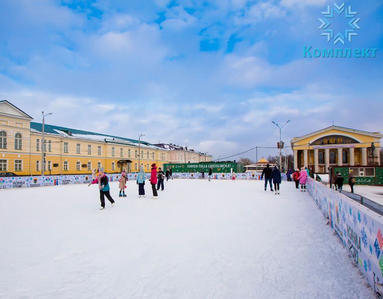 Открытый каток в Петрозаводске на площади Кирова